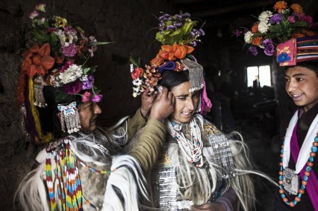 Bí ẩn về bộ tộc thoải mái đổi vợ sống trên dãy Himalayas - 1