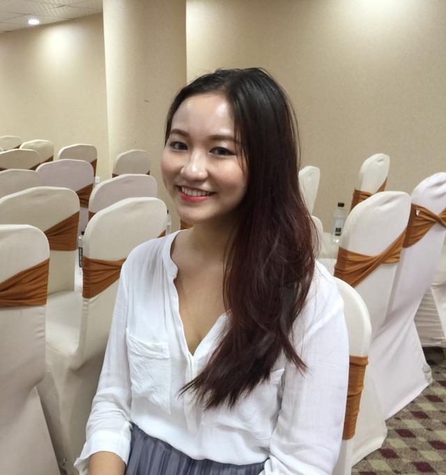 Nụ cười xinh xắn của cô gái Việt tài năng.