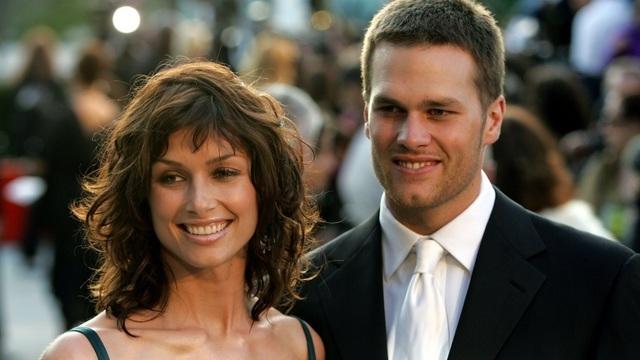 Ít người nhớ ra rằng Tom Brady từng có 3 năm hẹn hò với nữ diễn viên Bridget Moynahan trước khi cả hai chia tay vào tháng 12/2006. Khi ấy, Bridget Moynahan đang mang trong mình giọt máu của Brady nhưng chàng cầu thủ điển trai lại nhanh chóng tìm thấy tình yêu mới bên Gisele Bundchen.
