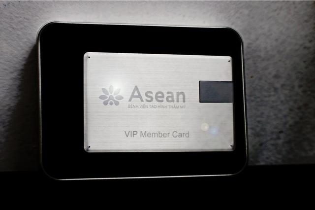 Khách mời được trân quý với dòng chữ VIP Member Card