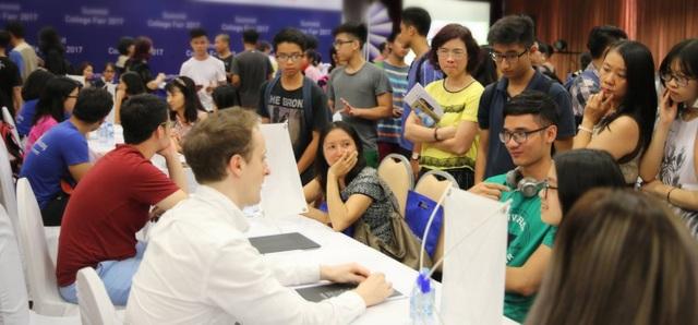 Triển lãm du học với sự tham gia sinh viên hơn 50 trường ĐH hàng đầu Mỹ và Canada.