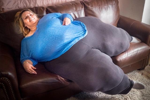 Bobbi-Jo Westley, 43 tuổi, hiện có vòng 3 xấp xỉ 240 cm