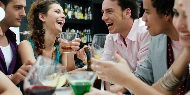 Người rượu bia và các thức uống có cồn nên kiểm tra ung thư dạ dày định kỳ.