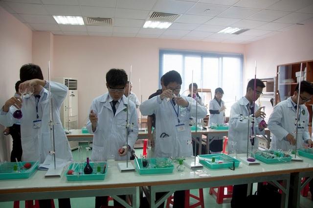 Để hỗ trợ cho việc học, các giảng đường, phòng thí nghiệm (gồm cả nhà xác cho sinh viên thực tập bộ môn giải phẫu học) đã được trang bị đầy đủ tại khu Đại Học Tân Tạo, Thành phố Tri thức Tân Đức – Long An (Ecity Tân Đức).