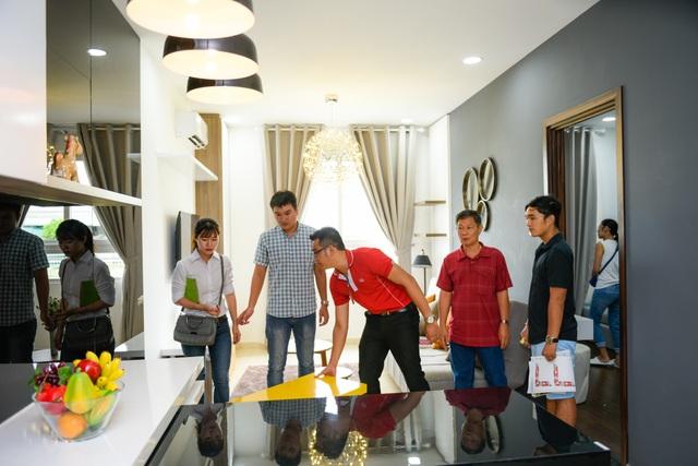 Khách hàng tham quan Khu nhà mẫu căn hộ Marina Tower
