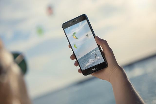 Smartphone Pháp chụp ảnh siêu pixel 52MP và hiệu ứng bokeh đẹp - 2