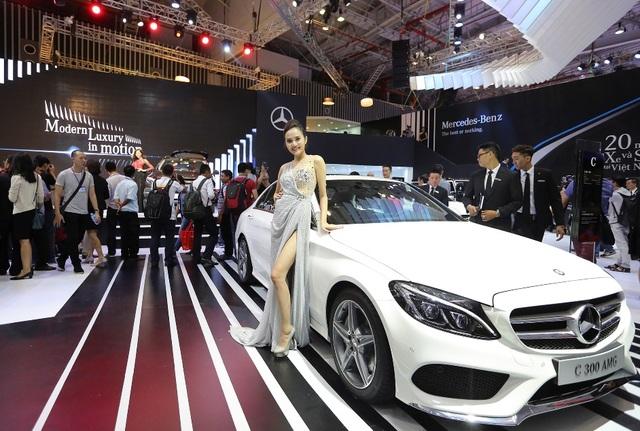 C-Class hiện đang là mẫu sedan hạng sang được ưa chuộng và bán chạy nhất tại Việt Nam.