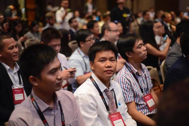 Để đánh dấu sự kiện đạt mốc 1.000 khoá học, Edumall đổi nhận diện thương hiệu, đồng thời cũng mời một số giảng viên tiêu biểu tham dự Edtech Asia Summit 2017.