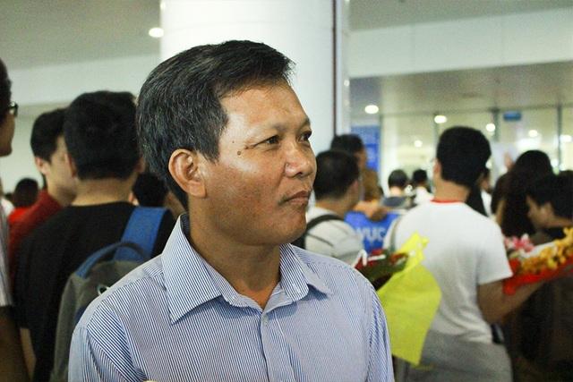 Bố em Lê Quang Tuấn hết sức phấn khởi khi biết tin con đạt HCV Olympic Tin học Quốc tế 2017.