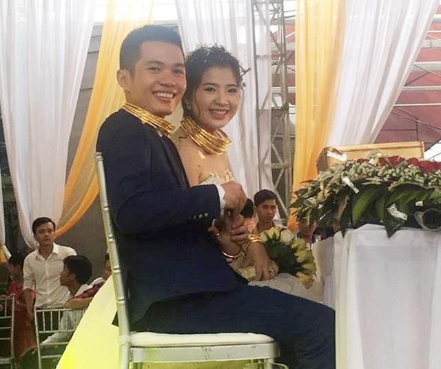 Cặp đôi hạnh phúc trong đám cưới