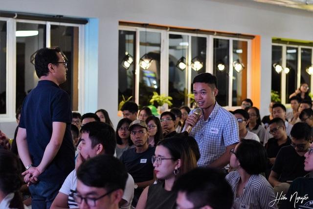 Khán giả hào hứng đặt câu hỏi với diễn giả Nguyễn Duy Hải Linh tại sự kiện F.U.N số đầu tiên ở Hà Nội.