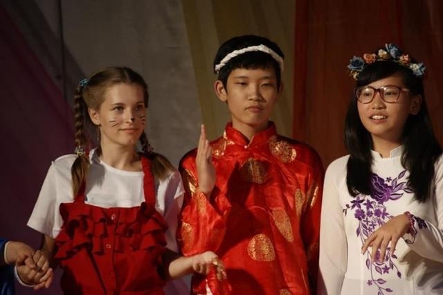 """Các """"nhà ngoại giao trẻ tuổi"""" của Việt Nam tham gia hoạt động văn hóa"""