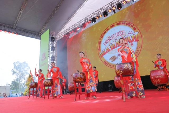 Bia Hà Nội tri ân người dân Quảng Trị - 2