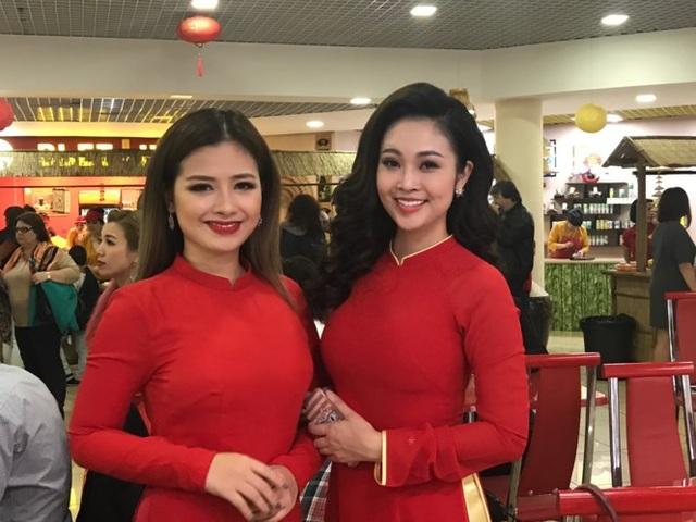 Ca sĩ Dương Hoàng Yến và MC Thuỳ Linh nổi bật tại Festival