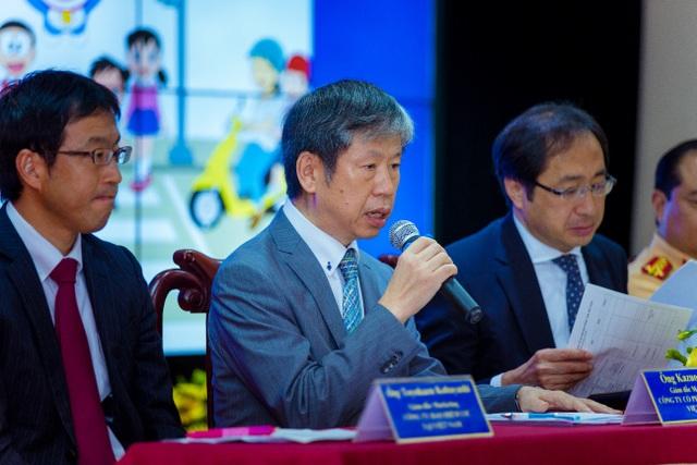 """Ông Kato Kazuo, Giám đốc Khối Marketing Acecook Việt Nam trả lời báo chí trong lễ phát động """"Doraemon với An Toàn Giao Thông"""" năm 2017"""