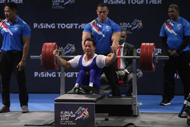 Lực sĩ Lê Văn Công xuất sắc phá kỷ lục Para Games, mang vinh quang về cho Tổ quốc