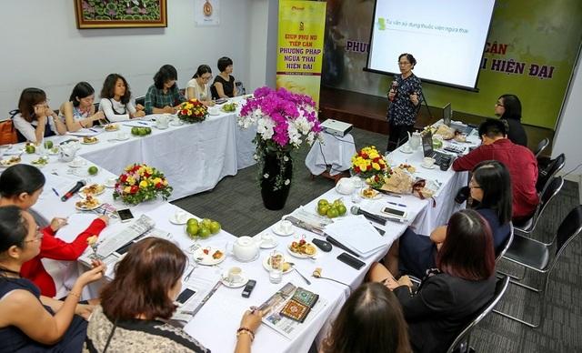 Giáo sư Bác sĩ Nguyễn Thị Ngọc Phượng, Phó Chủ tịch Hội phụ sản Việt Nam, Chủ tịch Hội Nội tiết Sinh sản và Vô sinh Tp.HCM chia sẻ với báo giới các thông tin cập nhật về biện pháp ngừa thai hiện đại.