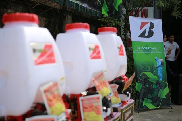 """Bridgestone Việt Nam là doanh nghiệp tiên phong đưa ra hành động thiết thực nhằm giải quyết vấn nạn """"lốp phế thải"""" - 1 trong những nguồn ủ và lây lan dịch bệnh sốt xuất huyết"""