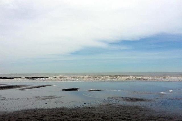 Đón ánh mặt trời rực rỡ trên biển Hải Tiến - 2