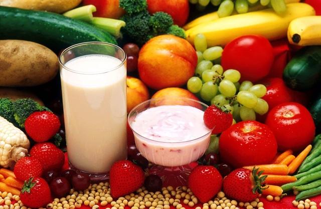 Sữa là một trong những thực phẩm chứa nhiều chất dinh dưỡng giúp trẻ phát triển trí não
