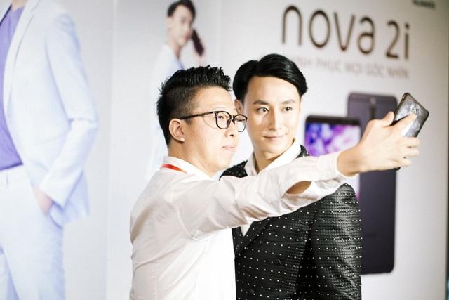 Đại sứ hình ảnh Rocker Nguyễn trải nghiệm nova 2i