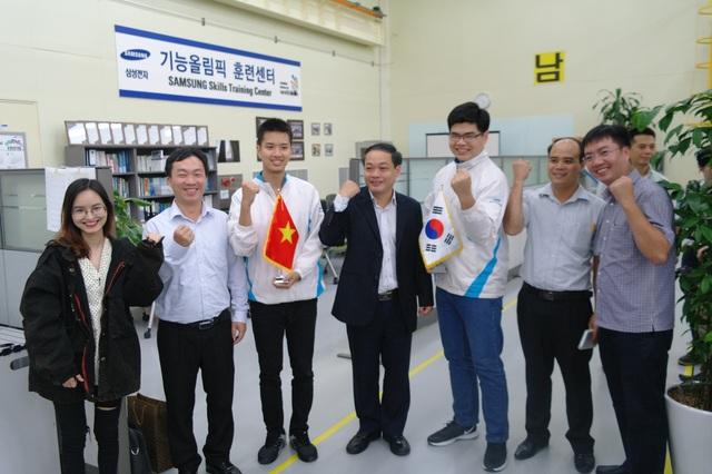 Hai thí sinh tham gia khóa huấn luyện của Samsung thể hiện sự quyết tâm khi đến với cuộc thi
