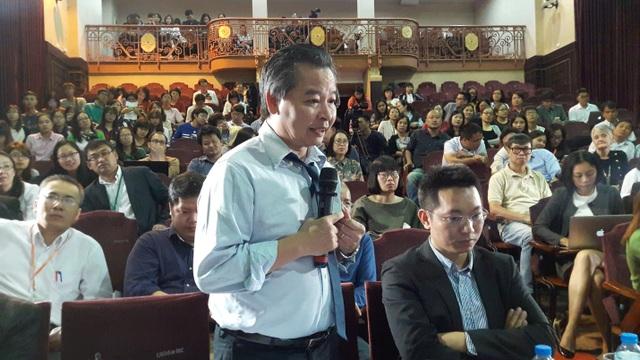 GS.TS Phạm Quang Minh chia sẻ, phản biện và cùng thảo luận tại hội thảo