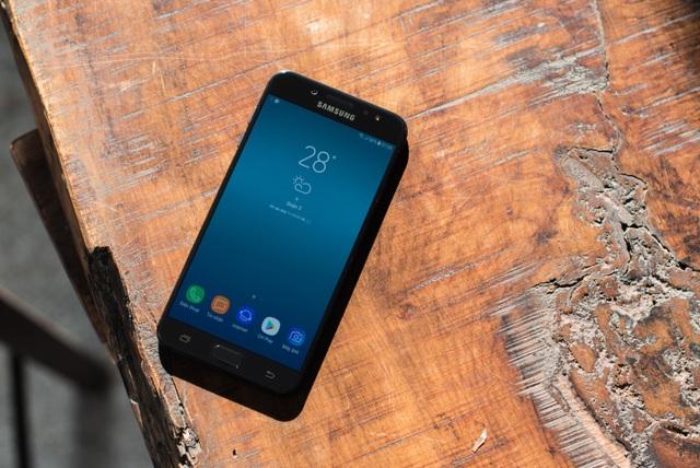 Không chỉ sở hữu camera kép, Galaxy J7+ có thiết kế đẳng cấp trong dòng smartphone trung cấp cùng với màn hình tràn viền và hiệu năng ấn tượng.