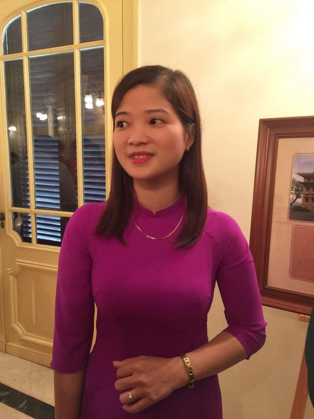 Cô Đàm Thị Hiên là giáo viên duy nhất đại diện tỉnh Vĩnh Phúc được vinh danh tại Lễ tuyên dương các tấm gương tiêu biểu người tốt việc tốt, đổi mới sáng tạo trong dạy và học năm học 2016-2017.