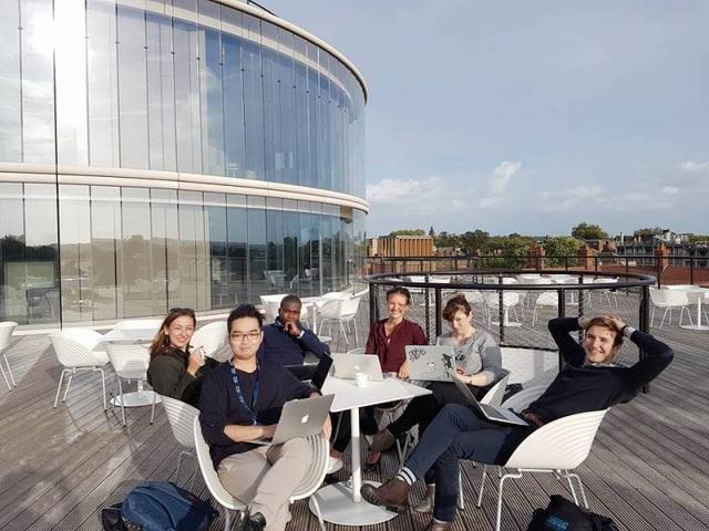 Khanh và nhóm học tập tại ĐH Oxford.