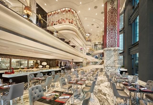 Café Cardinal là một trong ba nhà hàng đẳng cấp tại khách sạn