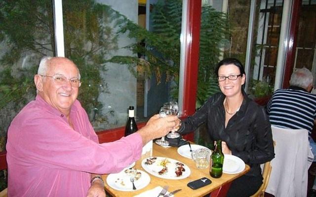 Cặp đôi vô tình quen biết trong một chuyến du lịch vòng quanh nước Úc