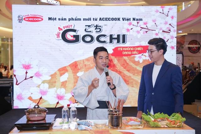 """Nhà văn – Food blogger Nguyễn Ngọc Thạch lý giải về tính nghệ thuật trong ẩm thực Nhật và hướng dẫn cách chế biến món mì """"4 phút"""" Gochi"""