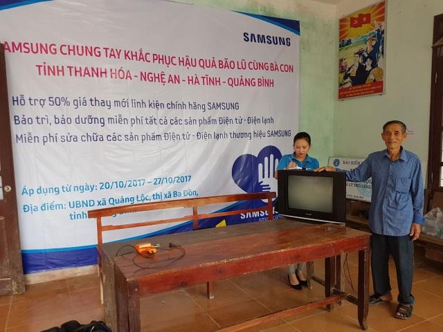 Hỗ trợ sửa chữa thiết bị điện tử cho người dân sau bão lũ - 2