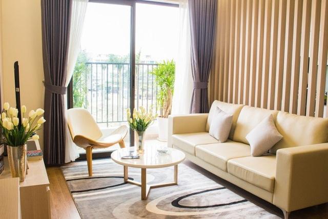Phòng khách được thiết kế mở, đón nắng và đón gió tự nhiên