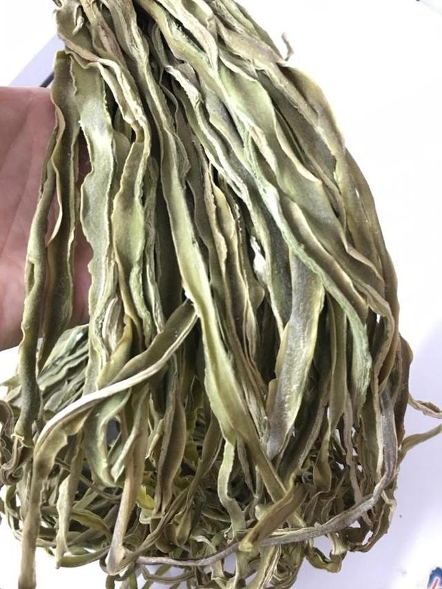 Không dễ dàng để mua được 1kg rau cần biển về chế biến