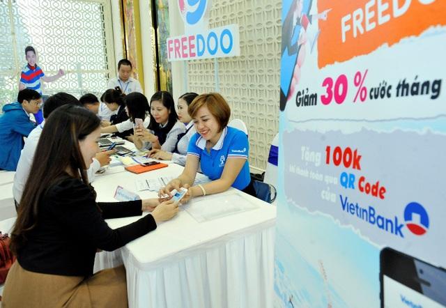 Khách hàng trải nghiệm thanh toán trên Freedoo thông qua QR Pay của VietinBank
