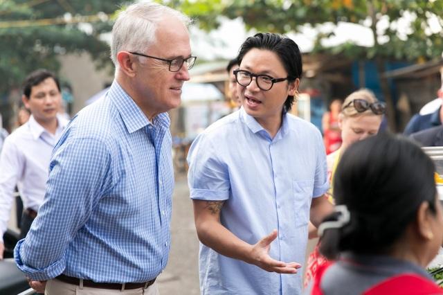 """Thủ tướng Turnbull nói """"Người Úc ăn món ăn Việt Nam hàng ngày, và đây chính là một trong những đóng góp tích cực của gần 300.000 người Việt định cư ở Úc. Tuy nhiên, đây là lần đầu tiên tôi thưởng thức bánh mì! Tôi thực sự yêu thích vị tươi mới trong các món ăn Việt Nam."""""""