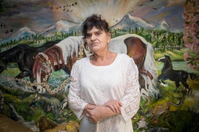 Bà Diana đã dành 35 năm để vẽ tranh lên tường và trần nhà