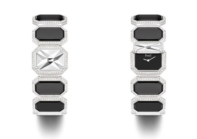 Chiếc đồng hồ dạng còng tay vàng trắng đính mặt đá onyx đen là phiên bản độc nhất vô nhị của nhà Piaget. Đây là một sáng tạo tuyệt mỹ để làm nổi bật sự lộng lẫy của viên kim cương 6 carat được chế tác thành nắp che cho mặt đồng hồ. Nghệ thuật thủ công tinh xảo nguyên bản nhà Piaget hội tụ ở đây: Các mặt kim cương được ghép khéo léo dưới viên kim cương chủ để tạo ra độ sáng và độ sâu không gì sánh được.