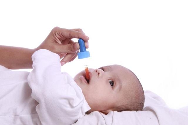 Các bậc cha mẹ nên chủ động cho trẻ uống vắc-xin đúng liều & đúng thời điểm để phòng ngừa bệnh do vi rút Rota gây ra