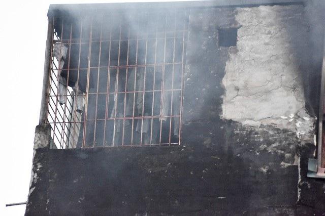 Người có mặt tại hiện trường cho biết, thời điểm xảy ra cháy, tại ngôi nhà đang có người đến hàn xì sửa chữa.