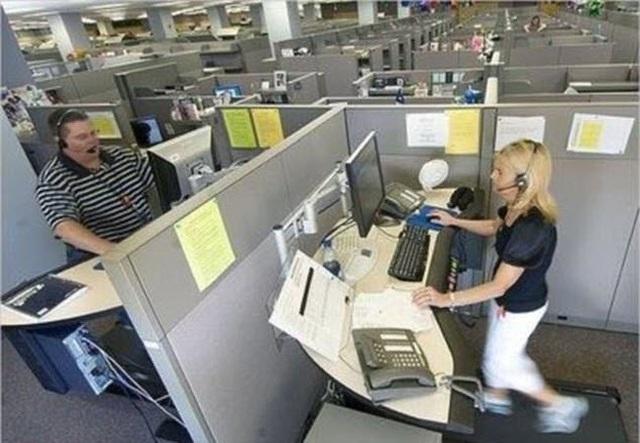 Các nhân viên đứng hay thậm chí có thể chạy thể dục khi làm việc.