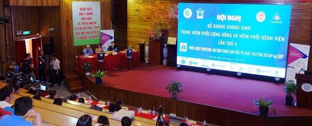 PGS.TS.BS. Chu Thị Hạnh trao đổi trong buổi hội thảo