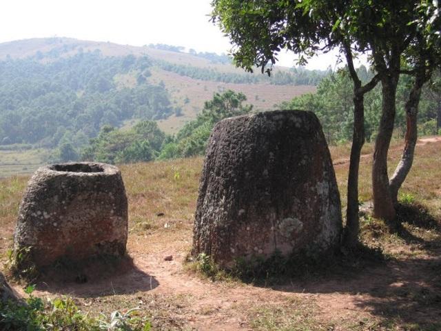 Các nhà khảo cổ học đã xác định 5 loại đá được sử dụng để làm chum bao gồm: đá sa thạch, đá cuội, granite, đá vôi và đá dăm.
