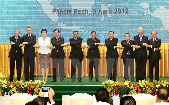 Các trưởng đoàn tại Lễ khai mạc Hội nghị Cấp cao ASEAN lần thứ 20, tổ chức tại Thủ đô Phnom Penh (Campuchia) ngày 3/4/2012. (Ảnh: Đức Tám/TTXVN)