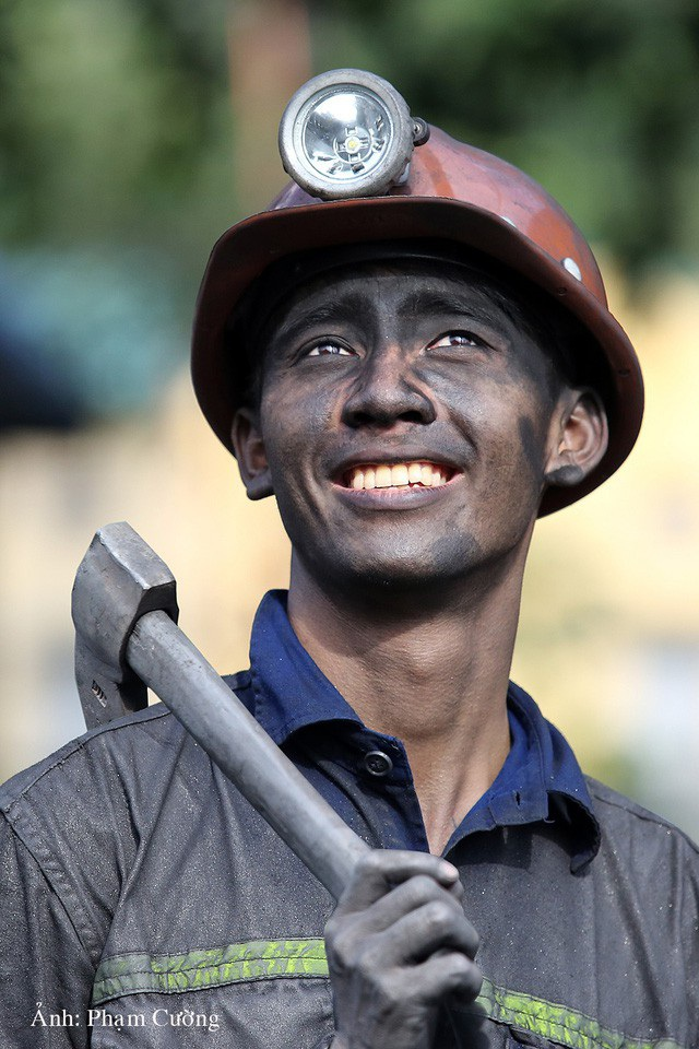Khoảnh khắc chân thật về cuộc sống của những người thợ mỏ ở Quảng Ninh - 22