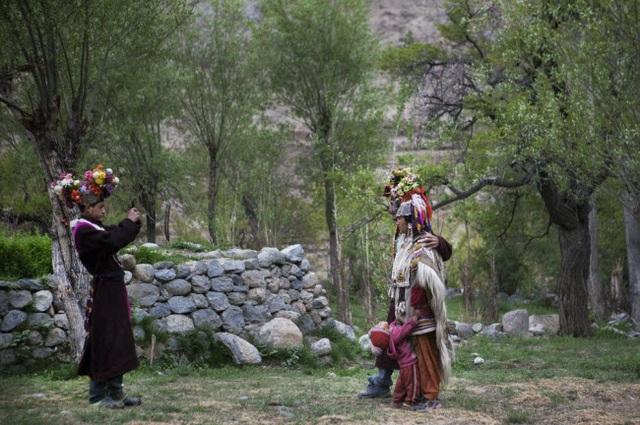 Bí ẩn về bộ tộc thoải mái đổi vợ sống trên dãy Himalayas - 8