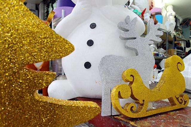 """""""Nặn"""" người tuyết, nghề độc lạ ở Thủ đô mùa Noel - 8"""