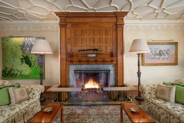 Ngôi nhà này có chứa 11 chiếc lò sưởi đốt củi cổ điển